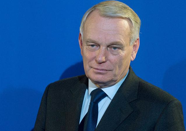 法国外长称该国司法对被拘球迷一视同仁