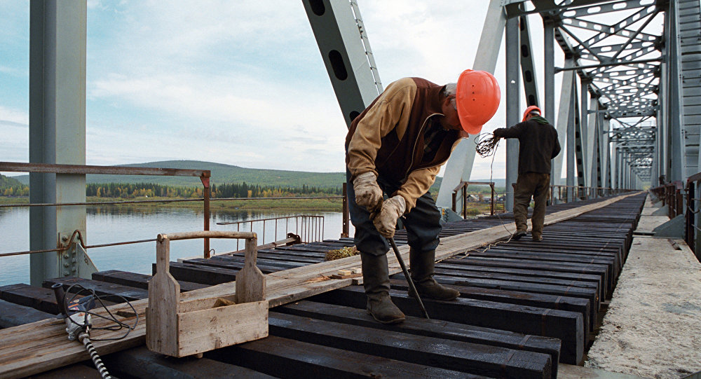 俄官员称经阿穆尔河至中国的铁路桥建设将于2018年夏天按期完工