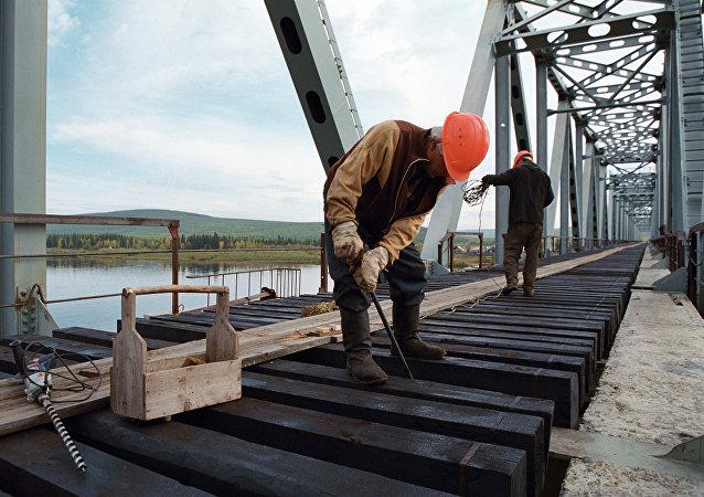 俄中跨阿穆尔河铁路大桥建设稳步推进