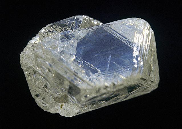 澳大利亚公司称挖到重404克拉、价值达1400万美元的钻石