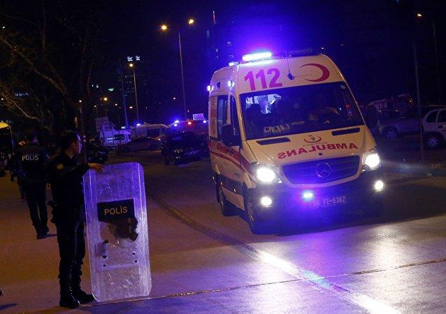 两名自杀式袭击者在安卡拉警方行动期间引爆炸弹