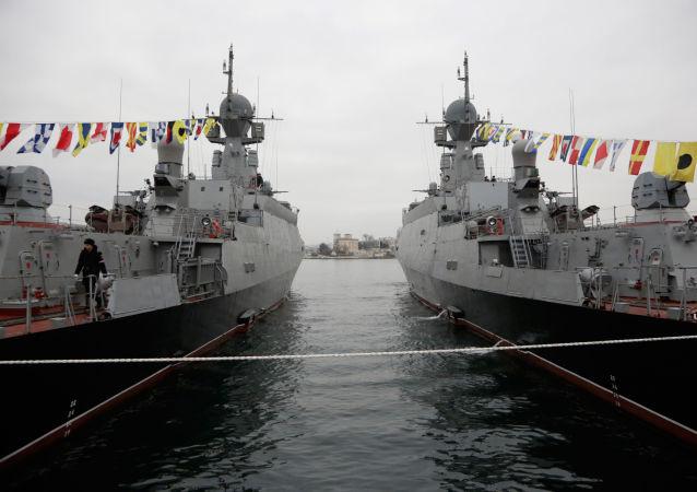 """黑海舰队""""绿谷""""号和""""谢尔盖霍夫""""号小型导弹舰"""