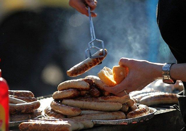 德国咖啡馆因照顾穆斯林难民感受将猪肉香肠从菜单中去除