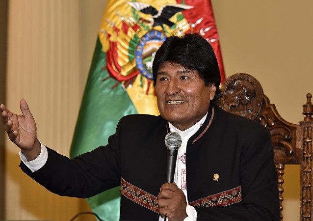 玻利维亚总统莫拉莱斯赴古巴体检