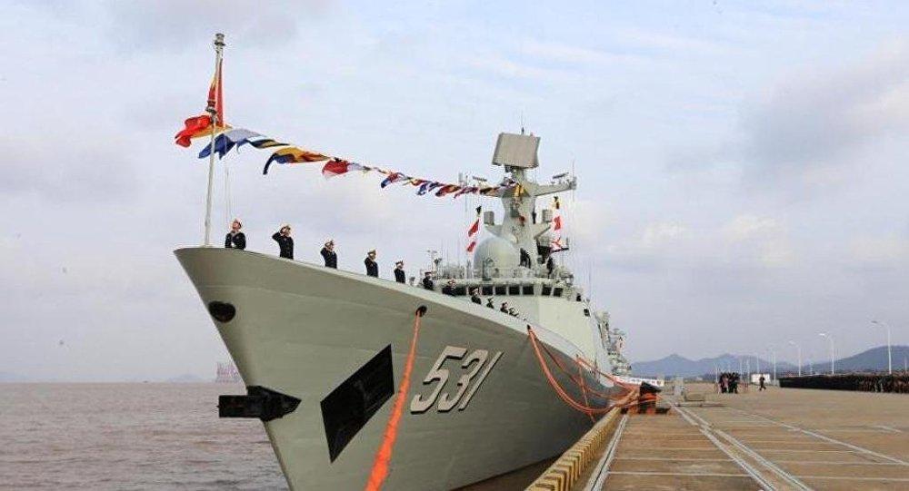 中国国防部:两艘新型导弹护卫舰正式入列中国海军