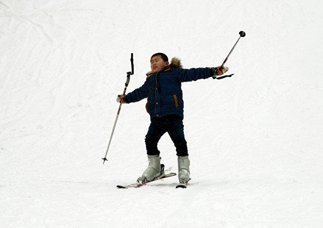 媒体:拉萨将建中国海拔最高滑雪胜地