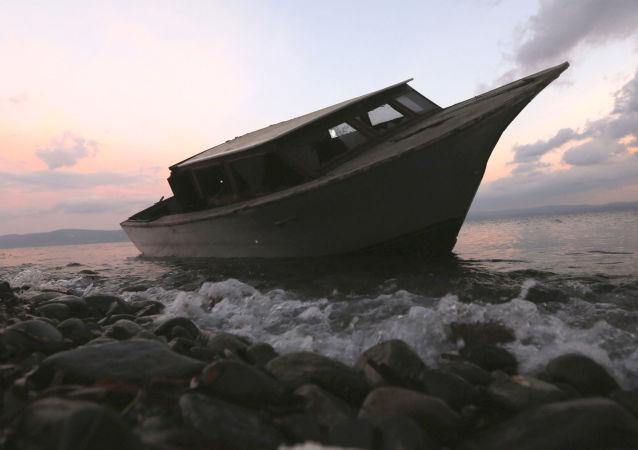 载有移民的船