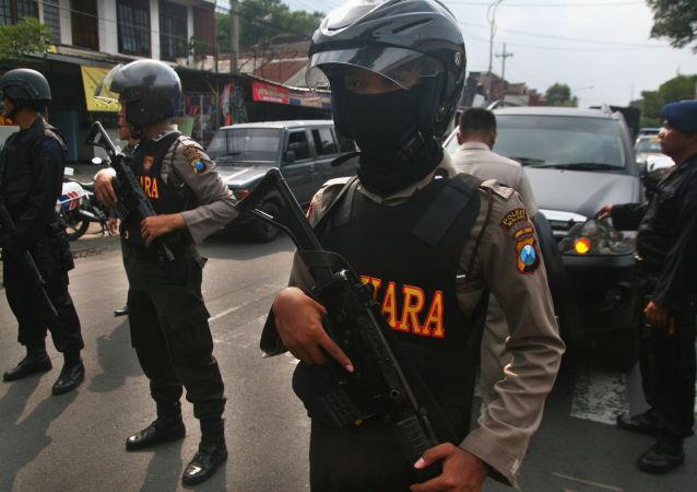 近90名警察和士兵在与印尼穆斯林的冲突中受伤