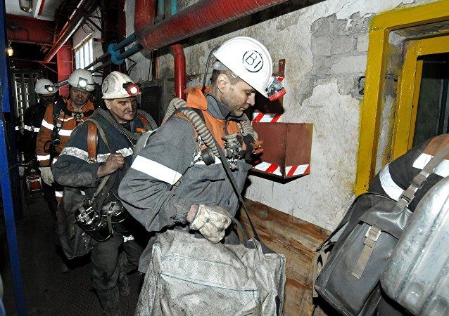 """紧急情况部:6人在""""北方""""煤矿的再次爆炸中死亡"""