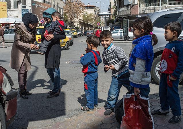 街上的大马士革居民/资料图片/