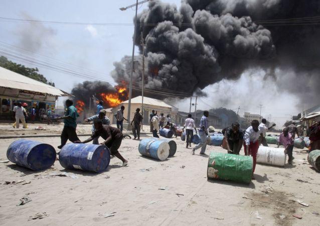"""""""索马里青年党""""武装分子袭击了索马里的军事基地 /资料图片/"""