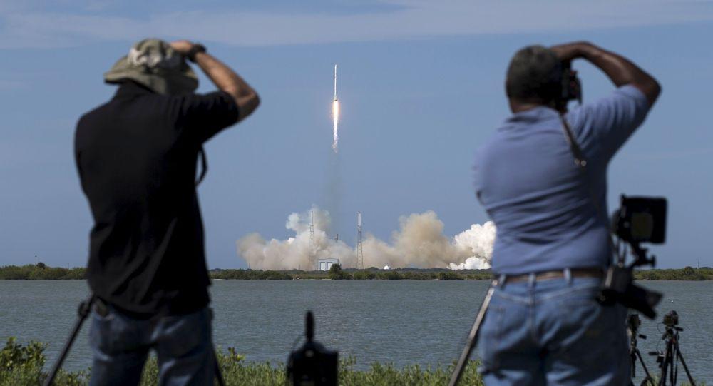 """""""猎鹰9号""""(Falcon 9)运载火箭"""