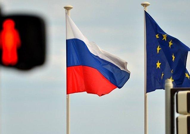 媒体:默克尔表示有意愿取消对俄经济制裁