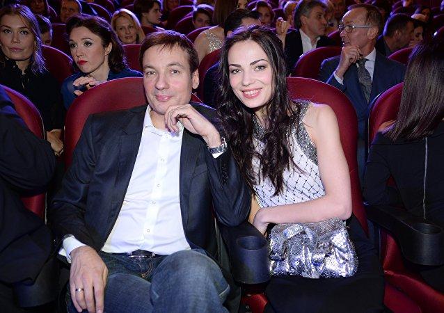 萨纳耶夫与妻子阿廖娜