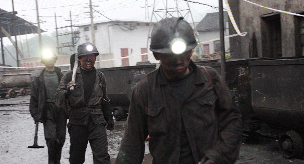 中国煤炭和钢铁业将裁员近200万人