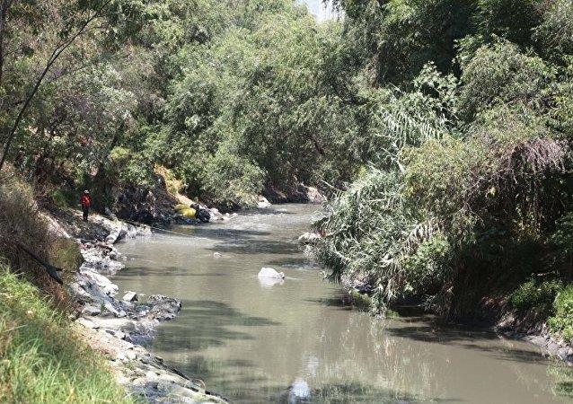 墨西哥当地居民亲眼见证整条河流枯竭