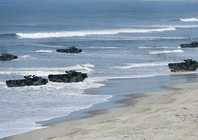 美军舰艇抵达韩国准备参加联合登陆演习