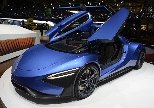 中国第一辆电动跑车在日内瓦汽车展上展出