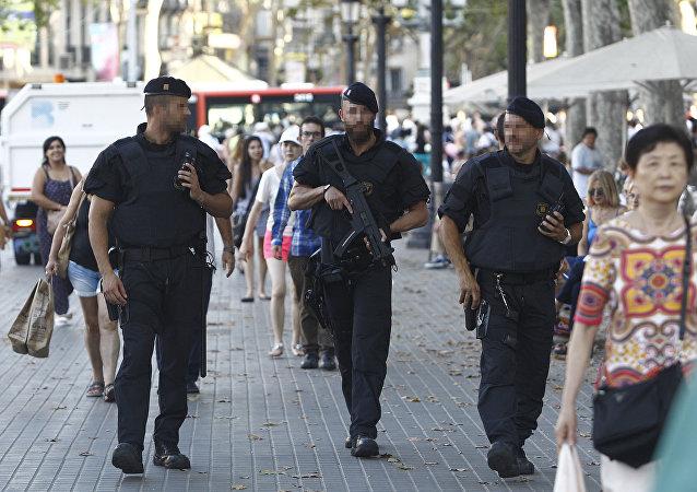 西班牙警方截获了2万套恐怖分子制服