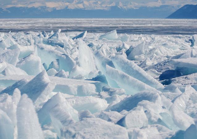 俄一家河岸餐廳隨冰塊漂走
