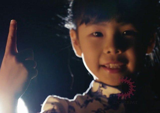 香港7岁钢琴神童一曲征服世界