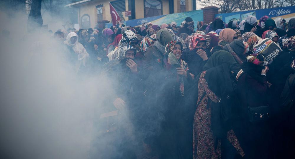 RT電視台一女記者在伊斯坦布爾遭警方催淚彈攻擊