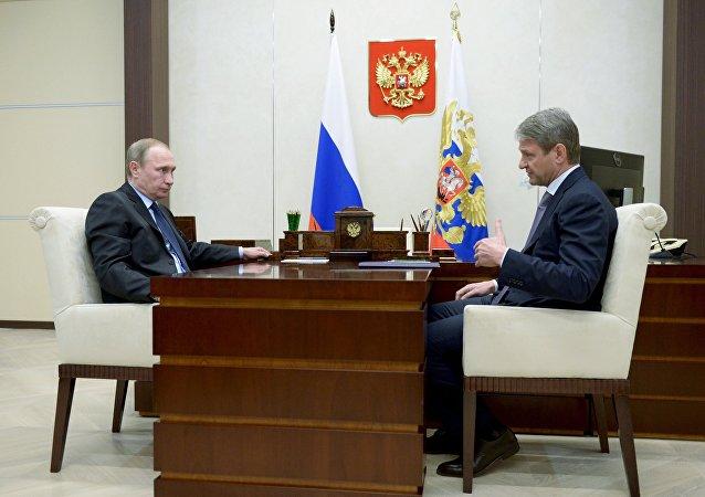 俄罗斯总统普京与俄罗斯把农业部长特卡乔夫