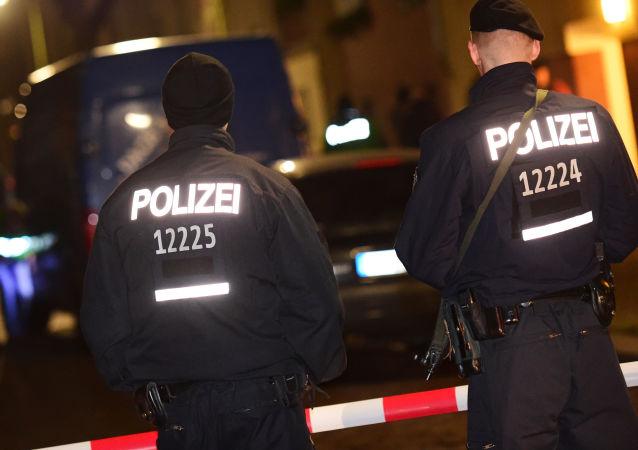 警方:2500人走上柏林街头抗议默克尔的政策