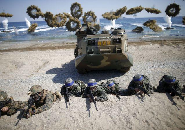 媒体:韩国军用直升机在东部海岸坠毁