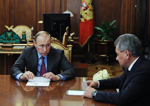俄總參謀長:俄防長每周親自就敘局勢向普京彙報1-2次