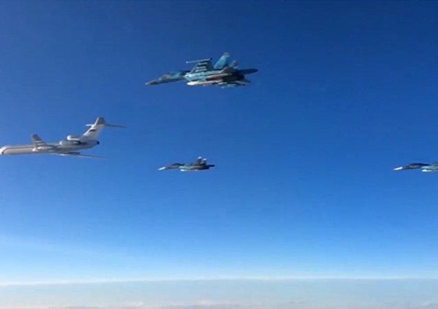 俄战机从叙利亚起飞撒离