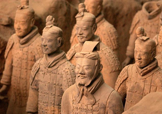 中国赠给乌兹别克斯坦历史博物馆一尊兵马俑复制品