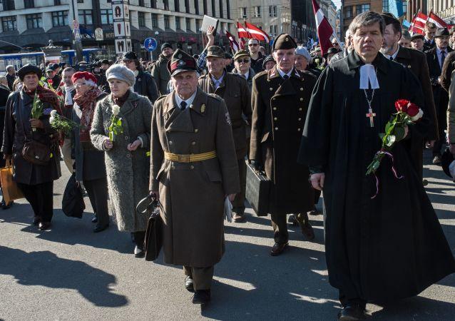 在拉脱维亚首都里加党卫军分子游行