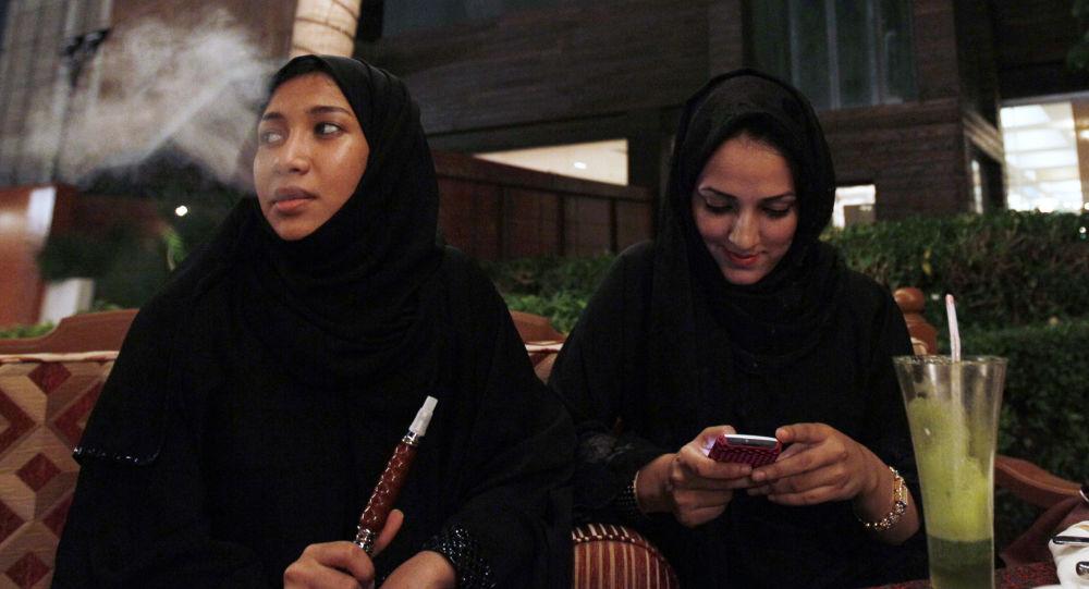 第一个全部由女性机组人员构成的航班飞抵沙特阿拉伯