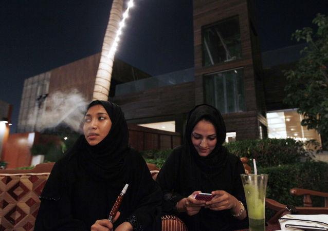 沙特阿拉伯私人心理学家公布如何正确殴打妻子的视频教程