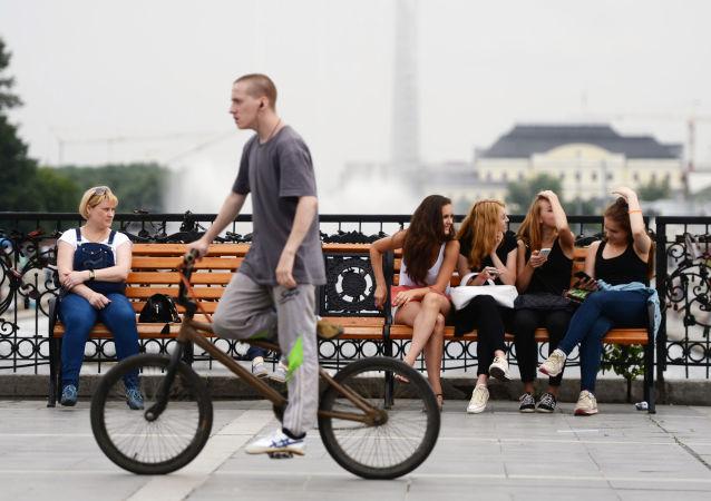 民调:超60%俄青少年认为祖国正朝正确方向前进
