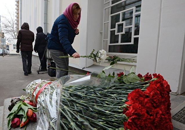 莫斯科市民继续向比利时大使馆献花
