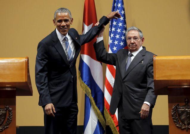 劳尔·卡斯特罗向古巴人展示他并不是很喜欢美国总统