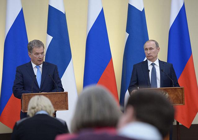 俄总统普京与芬兰总统尼尼斯托