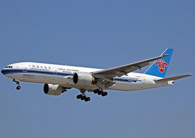 中国南航波音777-200客机