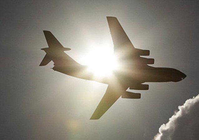 伊尔-76载有160名军人从赫梅米姆空军基地起飞前往俄罗斯