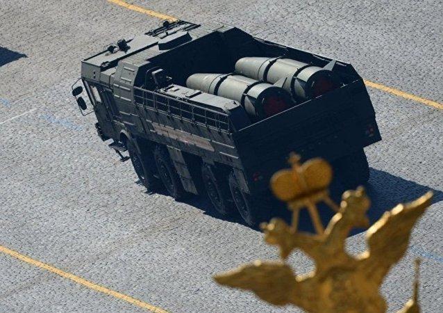 """俄火箭部队抵达阿斯特拉罕附近训练场准备发射""""伊斯坎德尔-M""""导弹"""