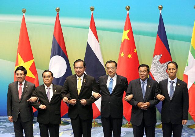 柬埔寨首相呼吁加强亚洲区域一体化