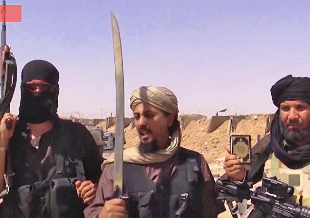 """""""伊斯兰国""""武装分子以坠桥方式处决了16人"""
