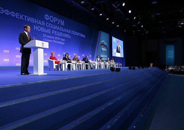 俄总理:必须在含国家资本的公司领导层报酬方面节省