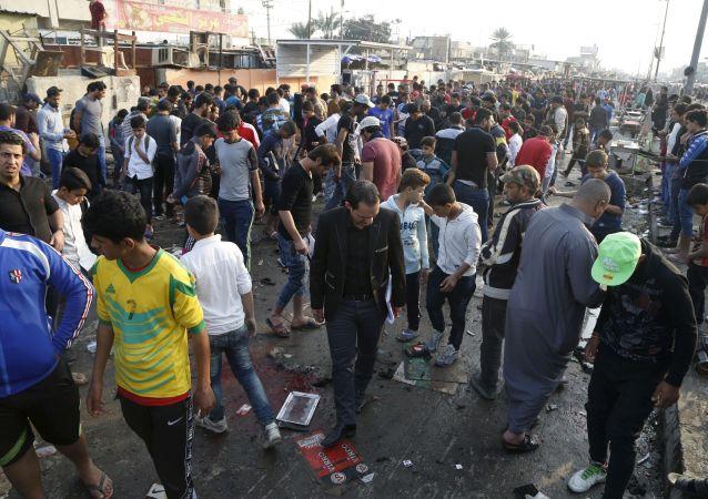 """媒体:""""伊斯兰国""""在伊拉克费卢杰制造的爆炸造成至少40名伊军人死亡"""