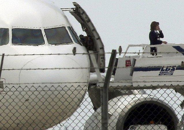 媒体: 埃及航班的劫机者要求塞浦路斯提供政治庇护