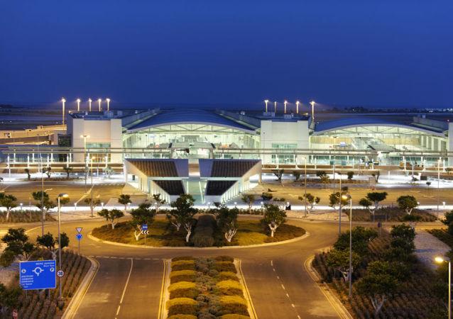 拉纳卡机场在劫持事件后恢复运行 一架来自莫斯科的航班已抵达该机场