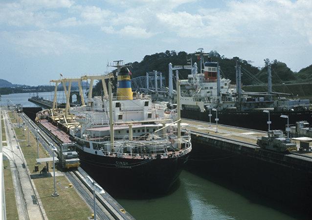 巴拿马运河经过9年的改造后投入运营