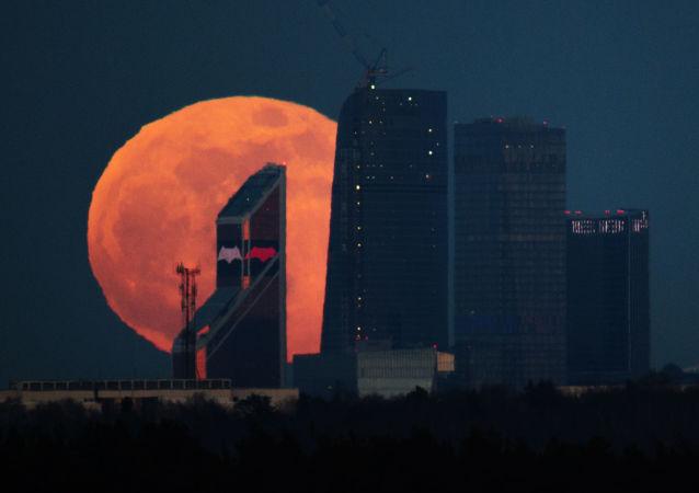 """世纪最大""""超级月亮""""本月登场"""